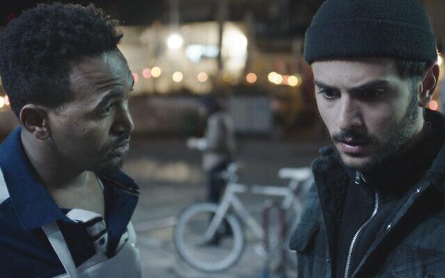 """Dawit Tekelaeb, à gauche, et Daniel Gad jouent dans le film israélien """"White Eye"""", candidat aux Oscars. (Crédit : Tomer Shushan via JTA)"""