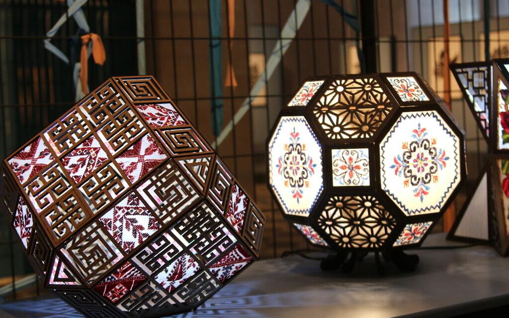 Une exposition au Musée de l'Islam et de l'Extrême-Orient à Beer Sheva. (Shmuel Bar-Am)