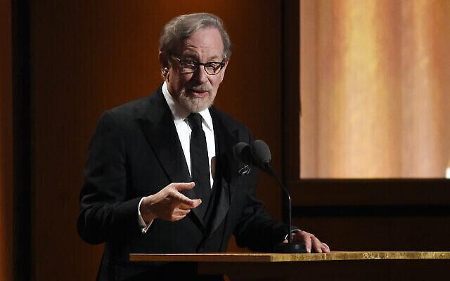 Le réalisateur Steven Spielberg s'adresse au public lors des Governors Awards 2018 au Ray Dolby Ballroom le dimanche 18 novembre 2018 à Los Angeles. (Photo par Chris Pizzello / Invision / AP)