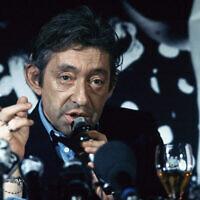 Serge Gainsbourg lors d'une conférence de presse, le 29 avril 1986 à l'hôtel George V à Paris. (AP Photo/Pierre Gleizes)