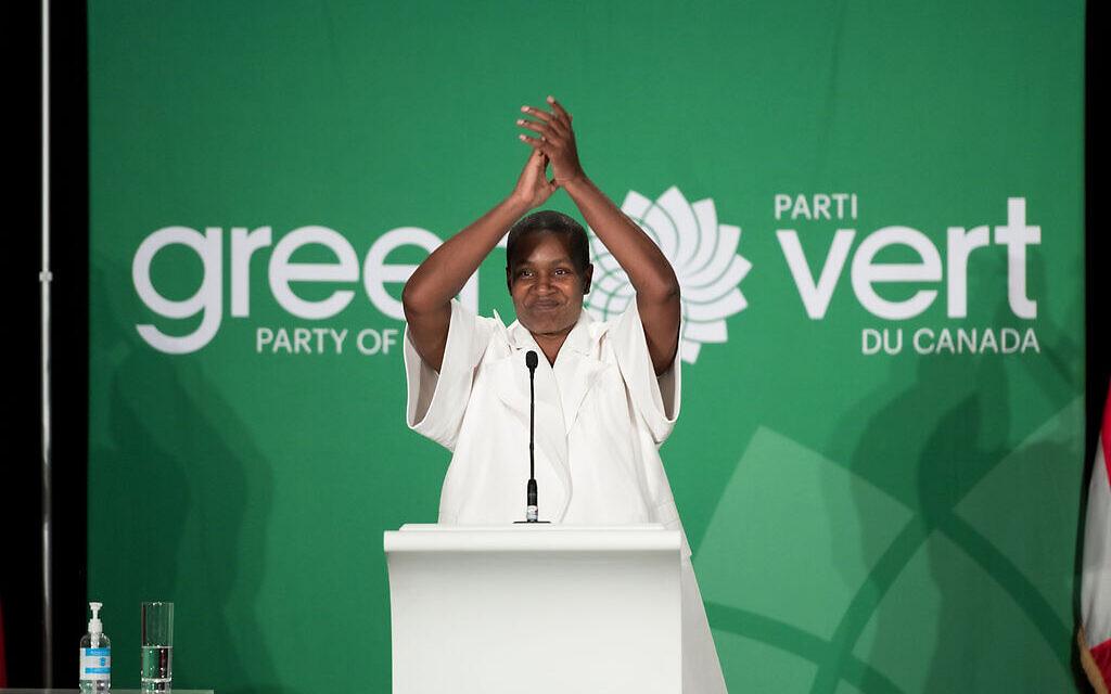 Annamie Paul célèbre sa victoire à la tête du parti lors de la Convention du parti des Verts du Canada, le 3 octobre 2020. (Crédit : Brittany Gawley)