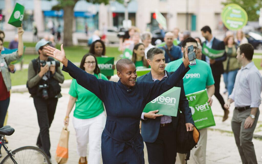 Annamie Paul en campagne pour le parti des Verts lors des élections fédérales au Canada au mois d'octobre 2019. (Crédit : Rebecca Wood)