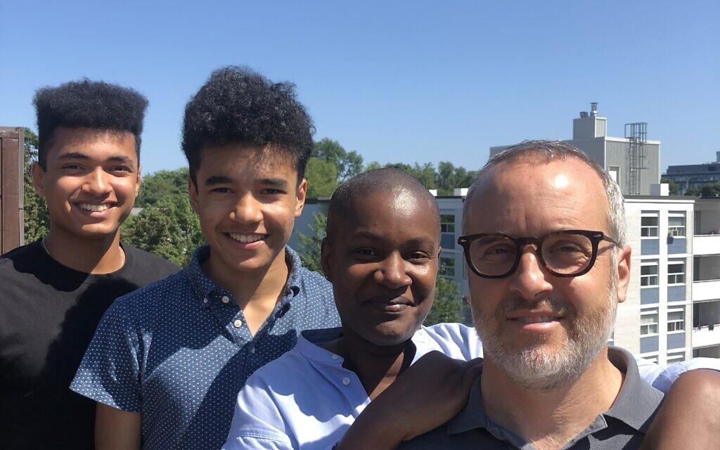 Annamie Paul avec son mari Mark Freeman, à droite, et avec leurs fils Jonas Freeman, à gauche, au centre, et Malachai Freeman, à gauche, en 2020. (Autorisation)