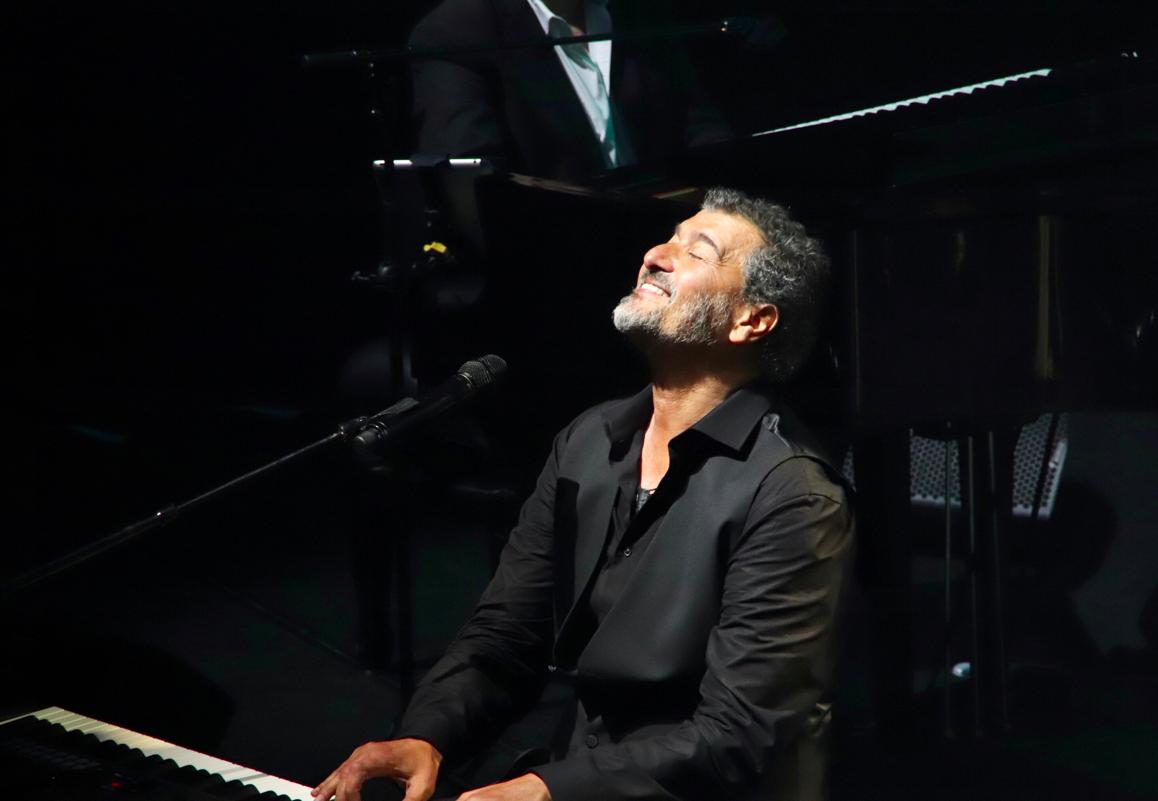 Daniel Levi au piano. (Crédit : Anne-Sophie Guebey)
