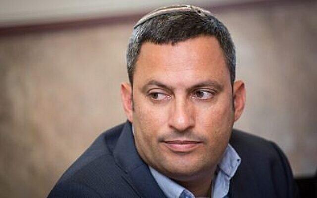 Alon Davidi, maire de la ville de Sderot, dans le sud d'Israël, lors d'une conférence de presse à Jérusalem, le 27 mars 2017. (Crédit : Hadas Parush/Flash90)