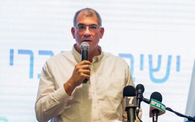 Le directeur-général de HaBayit HaYehudi Nir Orbach s'exprime lors des primaires du parti à Ramat Gan, le 4 février 2019. (Crédit :  Flash90)