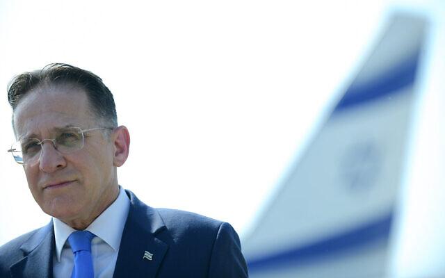 Le secrétaire de cabinet Tzachi Braverman assiste à une cérémonie à l'aéroport Ben Gurion près de Tel Aviv, le 31 août 2020. (Crédit : Tomer Neuberg / Flash90)