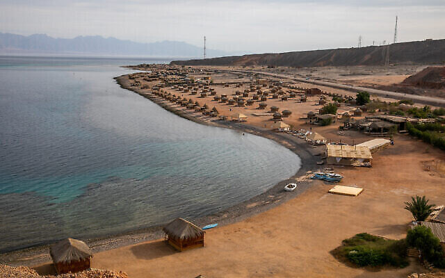 Une plage de la péninsule du Sinaï, en Égypte, le 6 juin 2019. (Crédit : Yossi Aloni / Flash90)