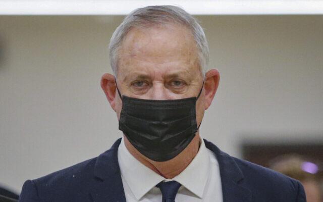 Le ministre de la Défense Benny Gantz à la Knesset, le 1er décembre 2020. (Alex Kolomoisky/Pool/Flash90)