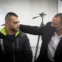 Ibrahim Hamed, le chauffeur accusé d'avoir écrasé un homme la nuit dernière dans le quartier de Mea Shearim à Jérusalem, arrive au tribunal de première instance de Jérusalem pour une audience le 1er mars 2021. (Yonatan Sindel/Flash90)