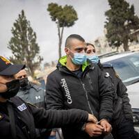 Ibrahim Hamed, le chauffeur accusé d'avoir écrasé un homme le 28 février dans le quartier de Mea Shearim à Jérusalem, arrive au tribunal de première instance de Jérusalem pour une audience le 1er mars 2021. (Yonatan Sindel/Flash90)