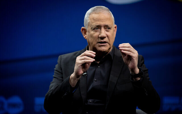 Le chef du parti Kakhol lavan, Benny Gantz, assiste à une conférence de la Douzième chaîne à Jérusalem, le 7 mars 2021. (Yonatan Sindel/Flash90)