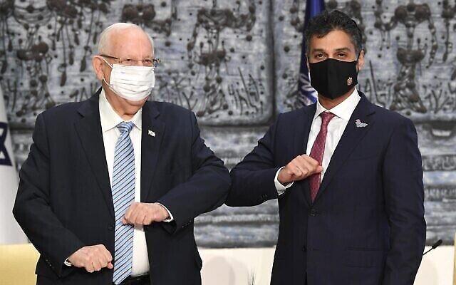 Le premier ambassadeur des Émirats arabes unis en Israël, Mohammad Mahmoud Al Khajah, avec le président Reuven Rivlin à Jérusalem le 1er mars 2021. (Crédit : Mark Neyman / GPO)