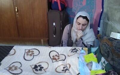 Hena, un bébé yézidi de Sinjar, attend dans un hôpital de Duhok l'autorisation d'entrer en Israël pour une chirurgie cardiaque vitale. (Crédit : Shevet Achim)