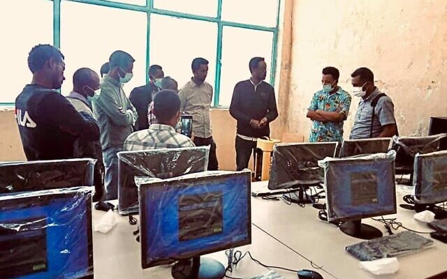 Un centre informatique mis en place par des groupes d'aide israéliens et américains en Afrique de l'Est, mars 2021. (SmartAID/Autorisation)