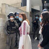 La police israélienne interrompt un événement organisé à l'occasion de la Journée internationale de la femme au Centre des femmes A-Tur à Jérusalem-Est, le 8 mars 2021. (Autorisation)