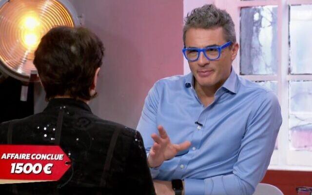 Julien Cohen dans l'émission «Affaire conclue» sur France 2. (Crédit : capture d'écran France 2)