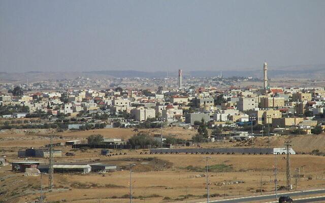 Une vue de la ville bédouine de Tel Sheva (Crédit : CC-BY Avishai Teicher/Wikipedia)