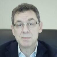 Le directeur-général de Pfizer, Albert Bourla, s'exprime sur la Douzième chaîne israélienne au cours d'un entretien diffusé le 11 mars 2021. (Capture d'écran : Douzième chaîne)