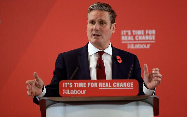 Keir Starmer, du parti travailliste britannique, prononce un discours lors d'une campagne électorale à Harlow, en Angleterre, le 5 novembre 2019. (Crédit : AP / Matt Dunham)