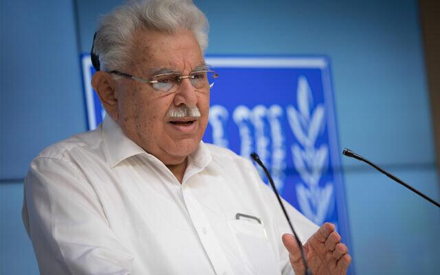 L'ancien ministre de la justice Moshe Nissim lors de la présentation d'un projet de loi sur la conversion qu'il a contribué à rédiger, Jérusalem, le 3 juin 2018. (Yonatan Sindel/FLASH90)