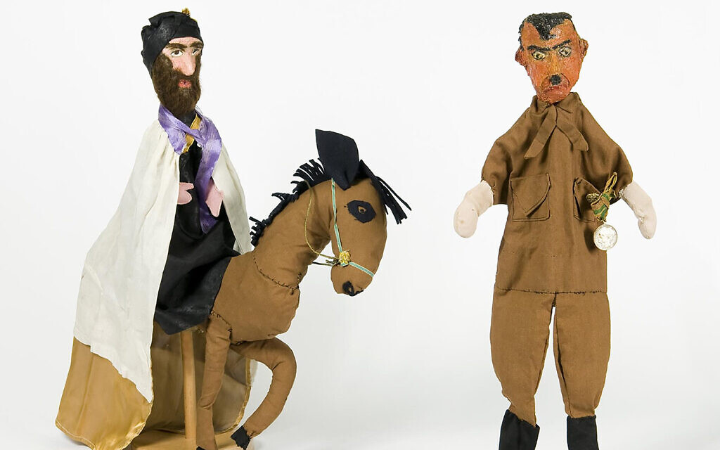 Marionnettes de Mordekhai et d'Hitler réalisées par Nechama Mayer-Hirsch en 1951. (Crédit : Musée historique juif d'Amsterdam via JTA)