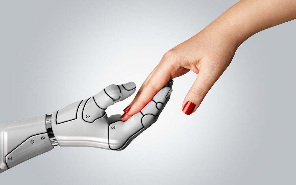 Une main de robot tenant une main de femmes. Photo d'illustration. (Crédit : CarmenMurillo; iStock by Getty Images)