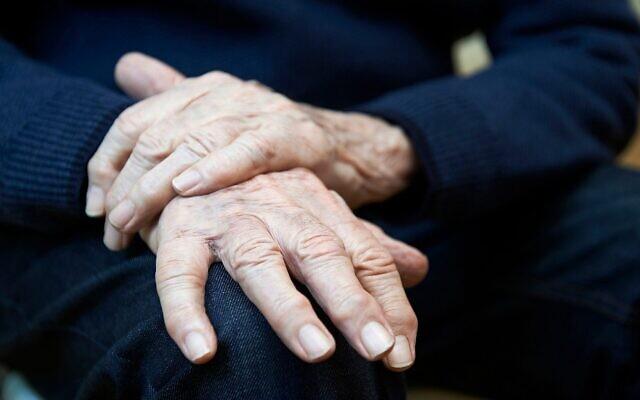Image d'illustration : Un homme atteint de la maladie de Parkinson. (Crédit : Highwaystarz-Photography; iStock by Getty Images)