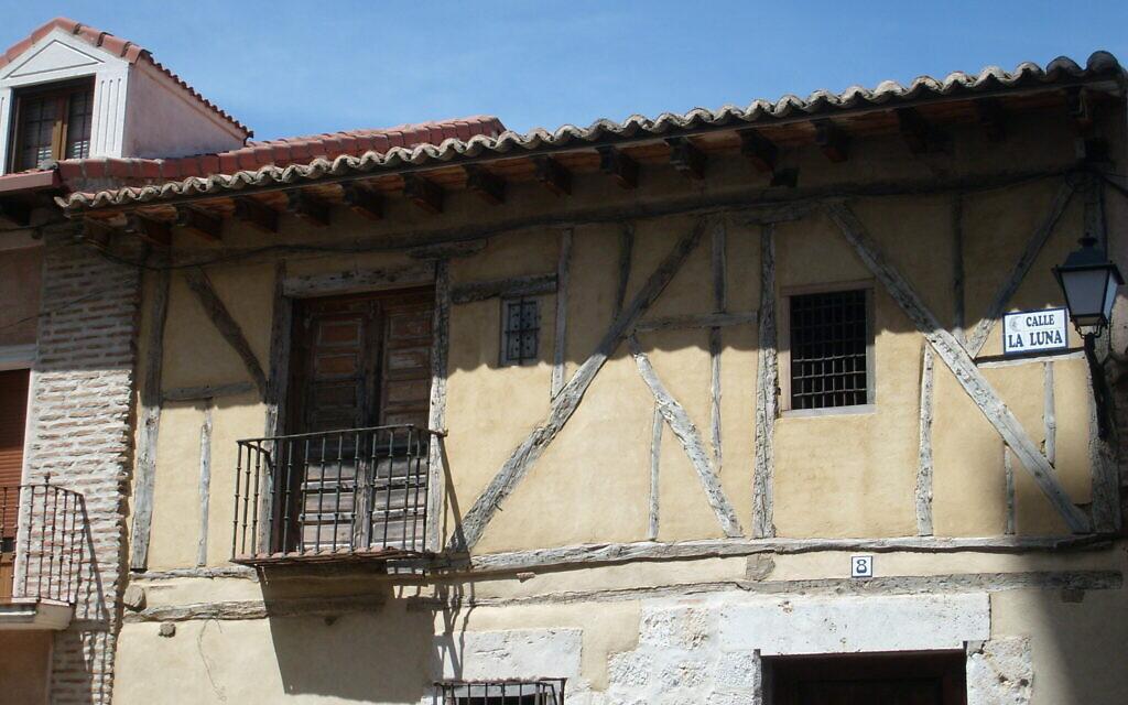 Une maison ancienne à Tordesillas, en Espagne, qui a aidé à inspirer l'écriture de 'The Secret Music at Tordesillas'. (Autorisation : Marjorie Sandor)