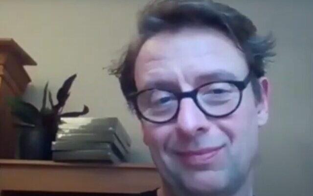 Le sociologue de l'université de Bristol David Miller dans une vidéo téléchargée le 15 février 2020. (Capture d'écran/YouTube)