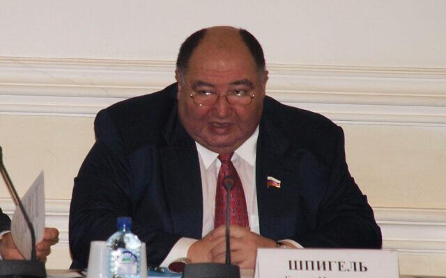 Boris Spiegel durant une réunion de la Chambre civique de la fédération russe, à Varoslav, le 28 novembre 2011. (Crédit : JTA/ Public Chamber of the Yaroslavl Region)