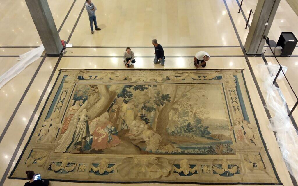 Une tapisserie flamande du 17è siècle qui avait été accrochée dans l'entrée du musée d'art de Tel Aviv de 1971 et qui va être restituée à ses propriétaires d'origine, la famille Mosse de Berlin. (Autorisation : Musée des Arts de Tel Aviv)