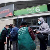 L'entrée d'un centre de vaccination installé au Stade de France, à Saint-Denis, à proximité de Paris, le 6 avril 2021. (Crédit : Thomas SAMSON / POOL / AFP)