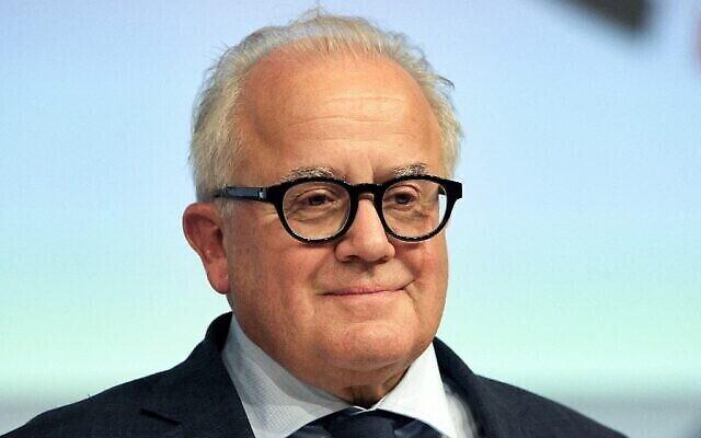 Fritz Keller, le président de la fédération allemande de football (DFB), pose pour une photo alors qu'il assiste au congrès annuel de la DFB à Francfort, en Allemagne, le 27 septembre 2019. (Crédit : Daniel Roland/AFP)