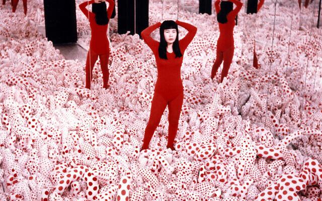 Infinity Mirrored Room - Love Forever, 1966/94, de Yayoi Kusama, faisant partie de l'exposition complète de son œuvre qui sera présentée au Musée d'art de Tel Aviv en novembre 2021. (Autorisation, Ota Fine Arts)