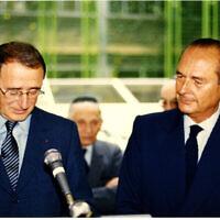 Ady Steg et Jacques Chirac lors de l'inauguration de la bibliothèque de l'AIU, le 14 septembre 1989. (Crédit : Alliance israélite universelle)