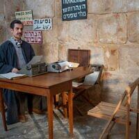 L'acteur Itzik Cohen dans 'The Beauty Queen of Jerusalem,' une série historique produite par Yes Studios. (Autorisation :   Nati Levi)