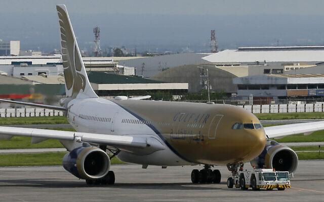 Un avion de ligne Gulf Air, le 5 août 2016, à l'aéroport international Ninoy Aquino, dans la banlieue de Pasay, au sud de Manille, aux Philippines. (Crédit : AP Photo/Bullit Marquez).