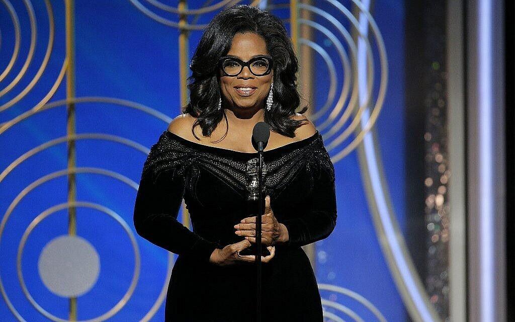 Oprah Winfrey reçoit le prix Cecil B. DeMille Award lors de la 75è remise des prix des Golden Globes à Beverly Hills, en Californie, le 7 janvier 2018. (Crédit : Paul Drinkwater/NBC via AP)