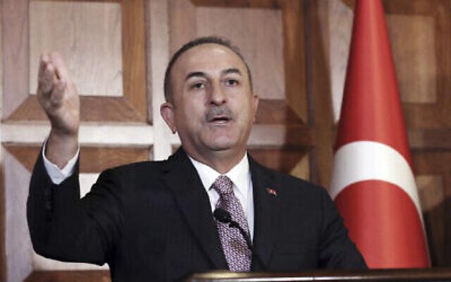 Le ministre turc des Affaires étrangères, Mevlüt Çavuşoğlu, s'adresse aux médias, à Ankara, en Turquie, le 28 novembre 2019. (AP Photo/Burhan Ozbilici)