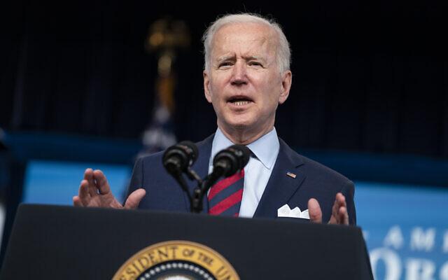 Le président américain Joe Biden s'exprime dans l'auditorium South Court sur le campus de la Maison Blanche, à Washington, le 7 avril 2021. (Evan Vucci/AP)