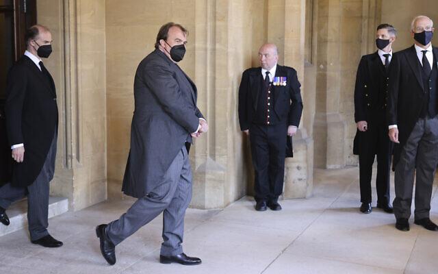 Philipp, le prince de Hohenlohe-Langenburg, deuxième à gauche, lors des funérailles du prince Philip d'Angleterre au château de Windsor, en Angleterre, le 17 avril 2021. (Crédit :  Chris Jackson/Pool via AP)