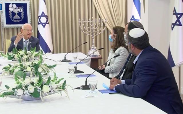 Le président Reuven Rivlin consulte le Parti sioniste religieux au lendemain des quatrièmes législatives, le 5 avril 2021 (Crédit : facebook)