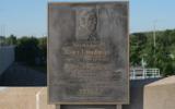 Plaque en hommage à Kurt Landauer, ancien président du club defootballduFC Bayern Munich, sur la Kurt-Landauer-Platz à Munich. (Crédit : David Rasp/ CC BY-SA 4.0)