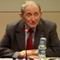 Ady Steg lors d'une conférence au musée d'art et d'histoire du Judaïsme, à Paris, en 2008. (Crédit : Capture d'écran Akadem)