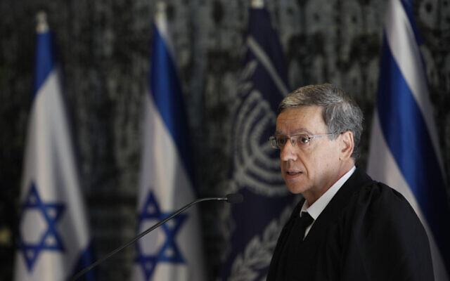 Meni Mazuz s'exprime lors de la prestation des nouveaux juges de la cour suprême israélienne à la résidence présidentielle de Jérusalem, le 10 novembre 2014. (Crédit : Yonatan Sindel/Flash90)