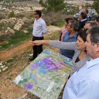 Le président du JNF Danny Atar à un poste d'observation, lors d'une visite dans l'implantation juive de Kfar Etzion, en Cisjordanie, le 20 décembre 2017. (Gershon Elinson/Flash90)