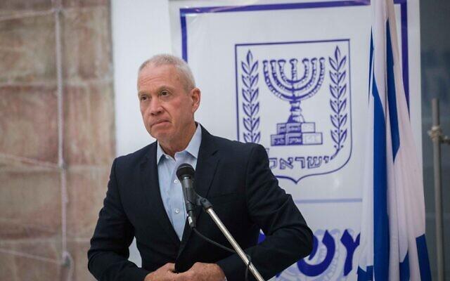 Le ministre de l'Éducation Yoav Gallant lors d'une cérémonie de passage de témoin à Jérusalem, le 18 mai 2020. (Olivier Fitoussi/Flash90)