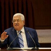 Le président de l'Autorité palestinienne Mahmoud Abbas s'exprime lors d'une réunion de la direction palestinienne dans la ville de Ramallah en Cisjordanie, le 18 août 2020. (Flash90)