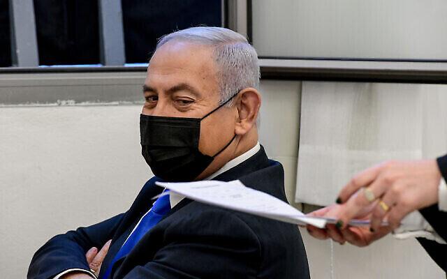 Le Premier ministre Benjamin Netanyahu lors d'une audience devant le tribunal de district de Jérusalem le 8 février 2021. (Crédit : Reuven Kastro / POOL)